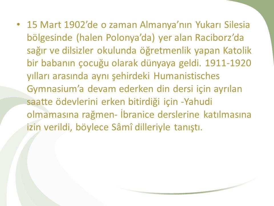 1920'de Breslau (Wroclaw, Polonya) Üniversitesi'nde teoloji dalında lisans öğrenimine başladı ve Sâmî dillerindeki bilgisini ilerletti.