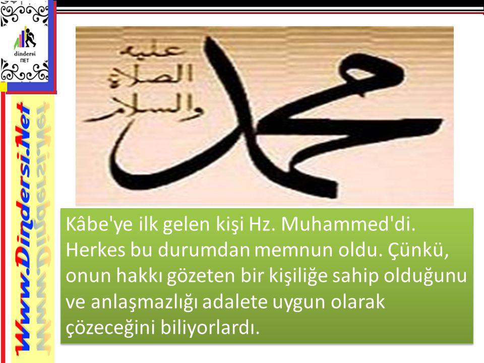 Kâbe'ye ilk gelen kişi Hz. Muhammed'di. Herkes bu durumdan memnun oldu. Çünkü, onun hakkı gözeten bir kişiliğe sahip olduğunu ve anlaşmazlığı adalete