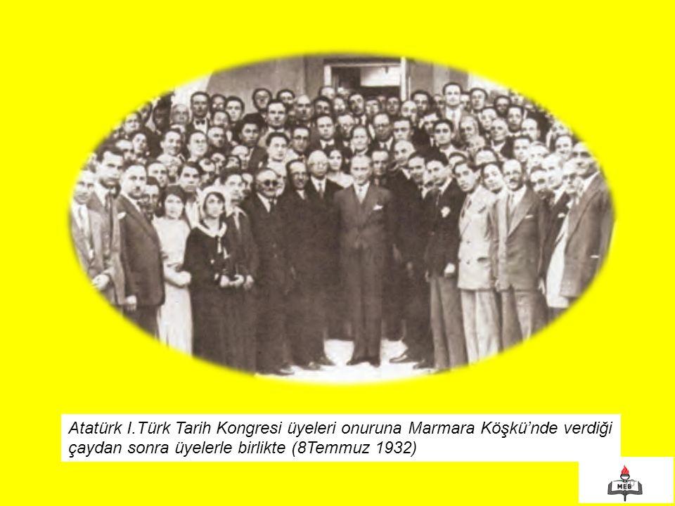 20 Atatürk I.Türk Tarih Kongresi üyeleri onuruna Marmara Köşkü'nde verdiği çaydan sonra üyelerle birlikte (8Temmuz 1932)