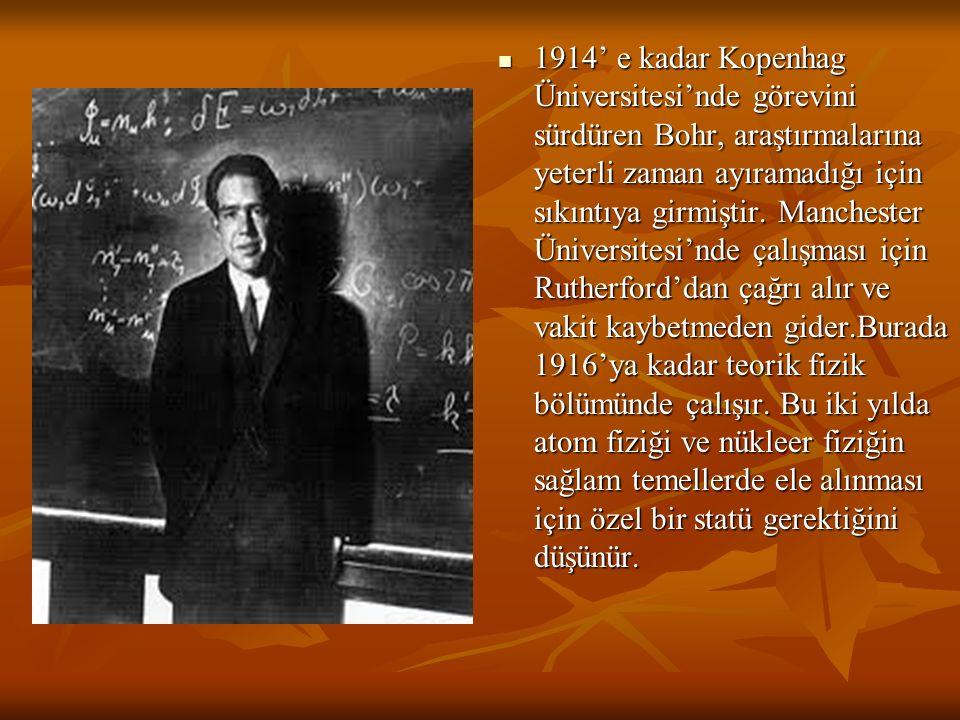 1914' e kadar Kopenhag Üniversitesi'nde görevini sürdüren Bohr, araştırmalarına yeterli zaman ayıramadığı için sıkıntıya girmiştir. Manchester Ünivers