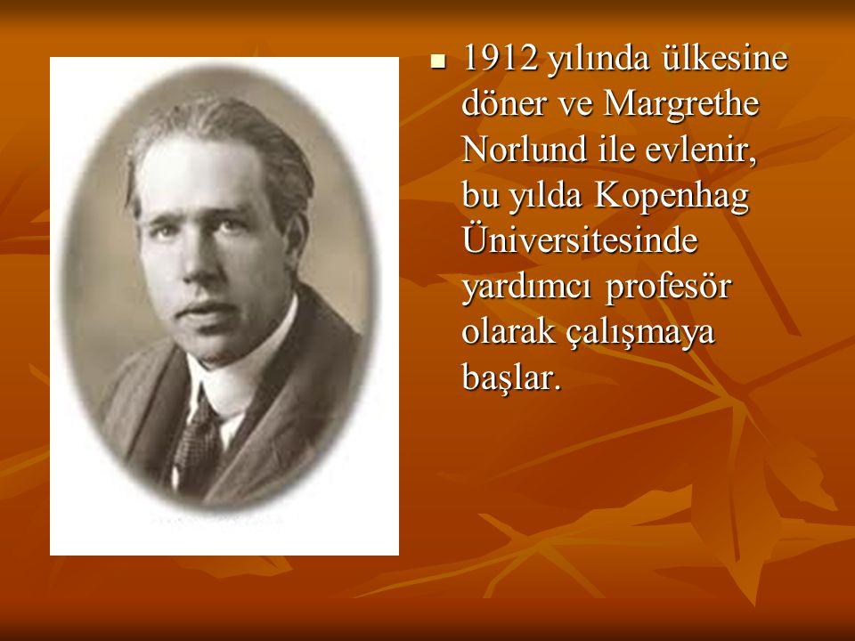 1912 yılında ülkesine döner ve Margrethe Norlund ile evlenir, bu yılda Kopenhag Üniversitesinde yardımcı profesör olarak çalışmaya başlar. 1912 yılınd