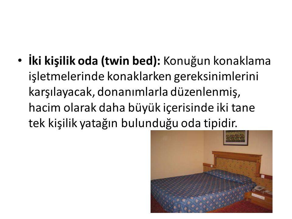 İki kişilik oda (twin bed): Konuğun konaklama işletmelerinde konaklarken gereksinimlerini karşılayacak, donanımlarla düzenlenmiş, hacim olarak daha bü