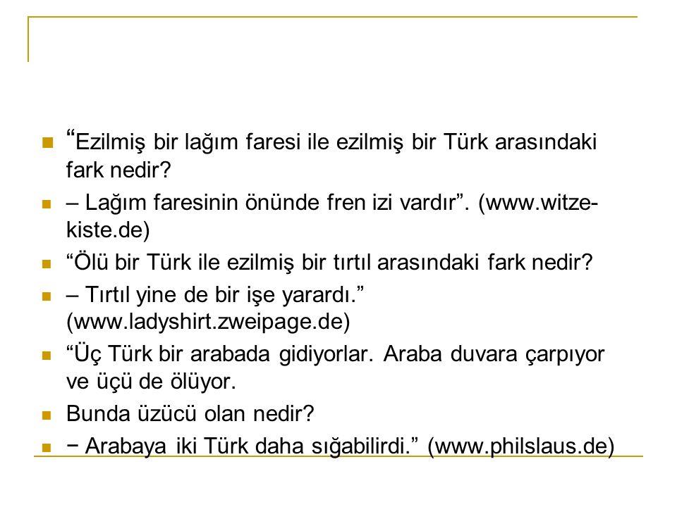 Ezilmiş bir lağım faresi ile ezilmiş bir Türk arasındaki fark nedir.