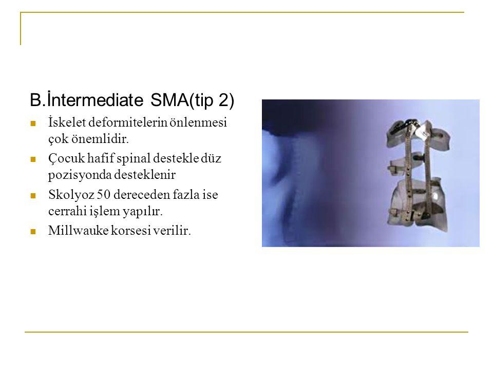 B.İntermediate SMA(tip 2) İskelet deformitelerin önlenmesi çok önemlidir. Çocuk hafif spinal destekle düz pozisyonda desteklenir Skolyoz 50 dereceden