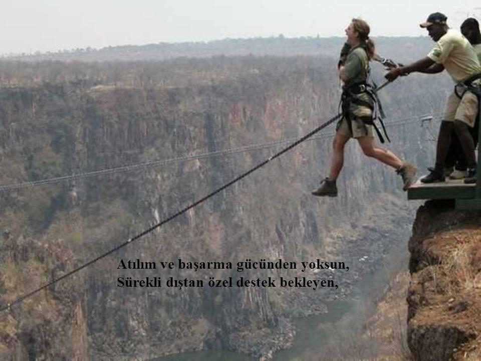 Atılım ve başarma gücünden yoksun, Sürekli dıştan özel destek bekleyen,