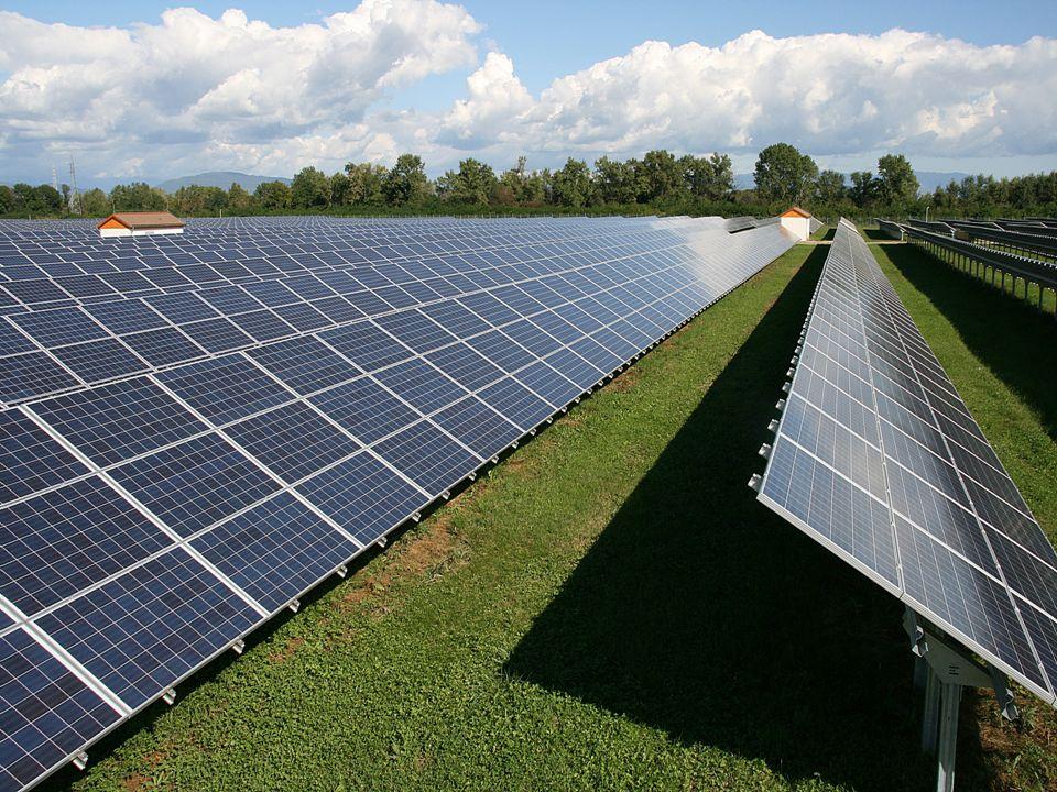 1.GÜNEŞ ENERJİSİ Türkiye'de coğrafik konum dolayısıyla güneş enerjisinden güney kesimler ile Ege bölgesinin birazı fazlasıyla yararlanmaktadır. Türkiy