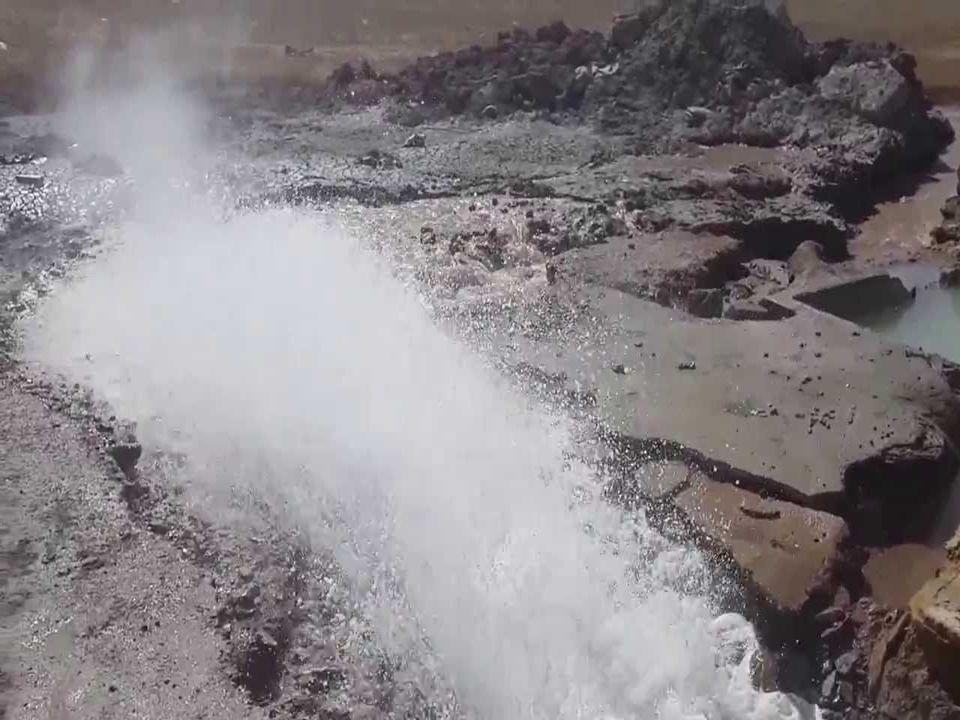 3.JEOTERMAL ENERJİ Ülkemizde en büyük jeotermal enerji potansiyeli Denizli-Sarayköy civarı olup, 1000 km2'lik bir alanda 160-200°C sıcaklıkta sıcak su