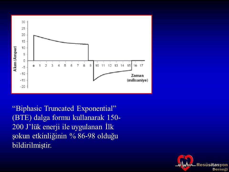 """""""Biphasic Truncated Exponential"""" (BTE) dalga formu kullanarak 150- 200 J'lük enerji ile uygulanan İlk şokun etkinliğinin % 86-98 olduğu bildirilmiştir"""