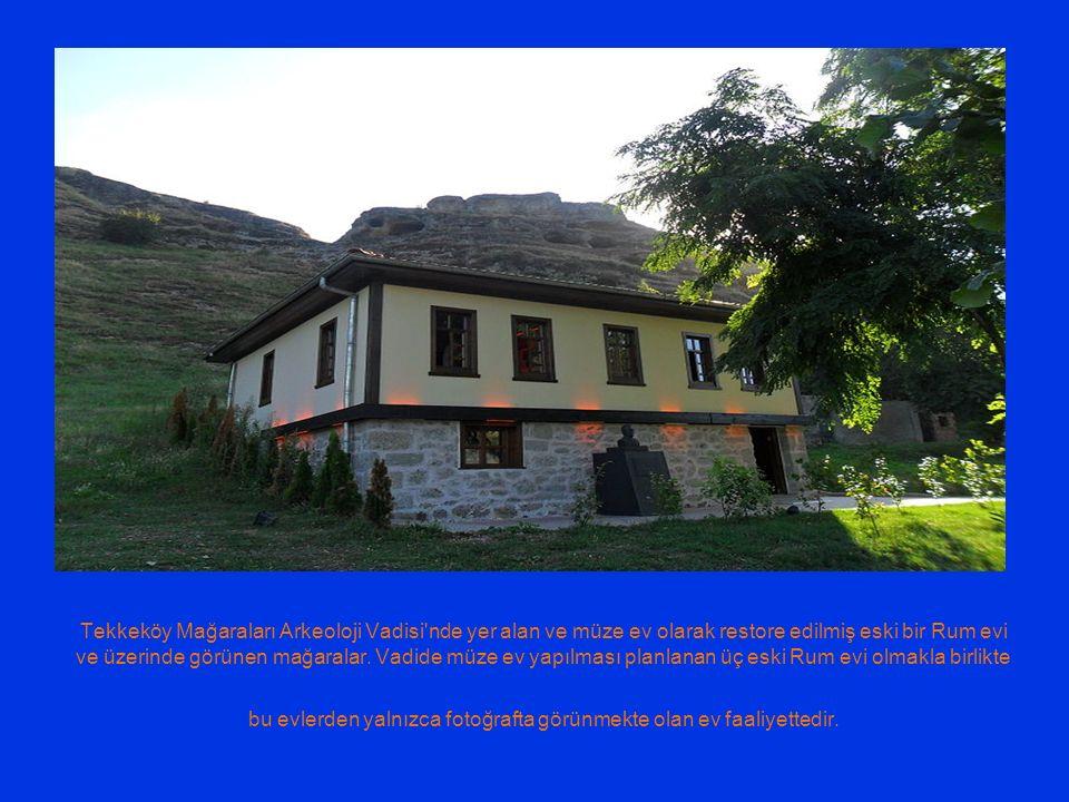 Tekkeköy Mağaraları Arkeoloji Vadisi'nde yer alan ve müze ev olarak restore edilmiş eski bir Rum evi ve üzerinde görünen mağaralar. Vadide müze ev yap