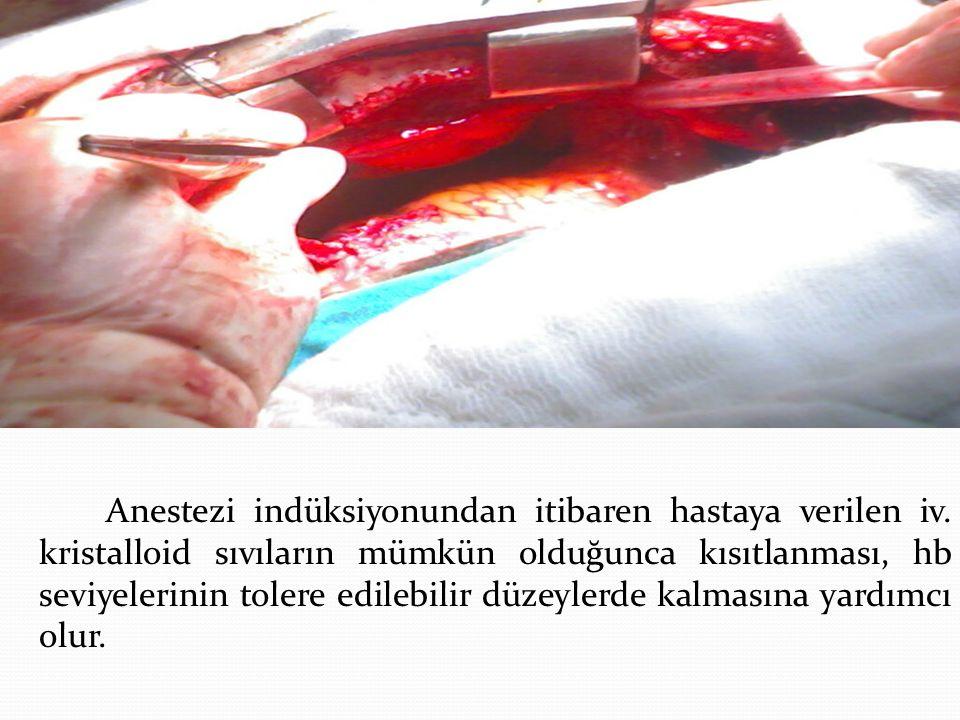 Anestezi indüksiyonundan itibaren hastaya verilen iv. kristalloid sıvıların mümkün olduğunca kısıtlanması, hb seviyelerinin tolere edilebilir düzeyler