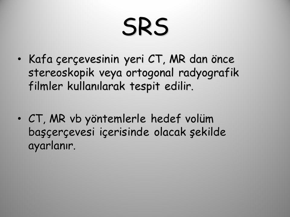 SRS Kafa çerçevesinin yeri CT, MR dan önce stereoskopik veya ortogonal radyografik filmler kullanılarak tespit edilir.