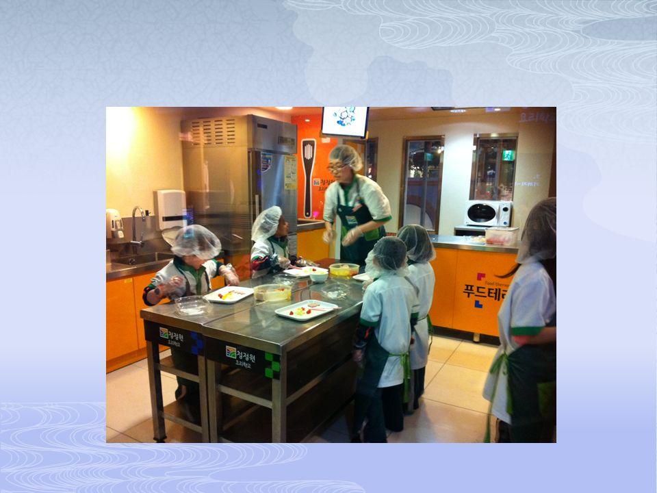 Okullarda mesleki rehberlik kapsamında çeşitli etkinlikler yapılmaktadır.