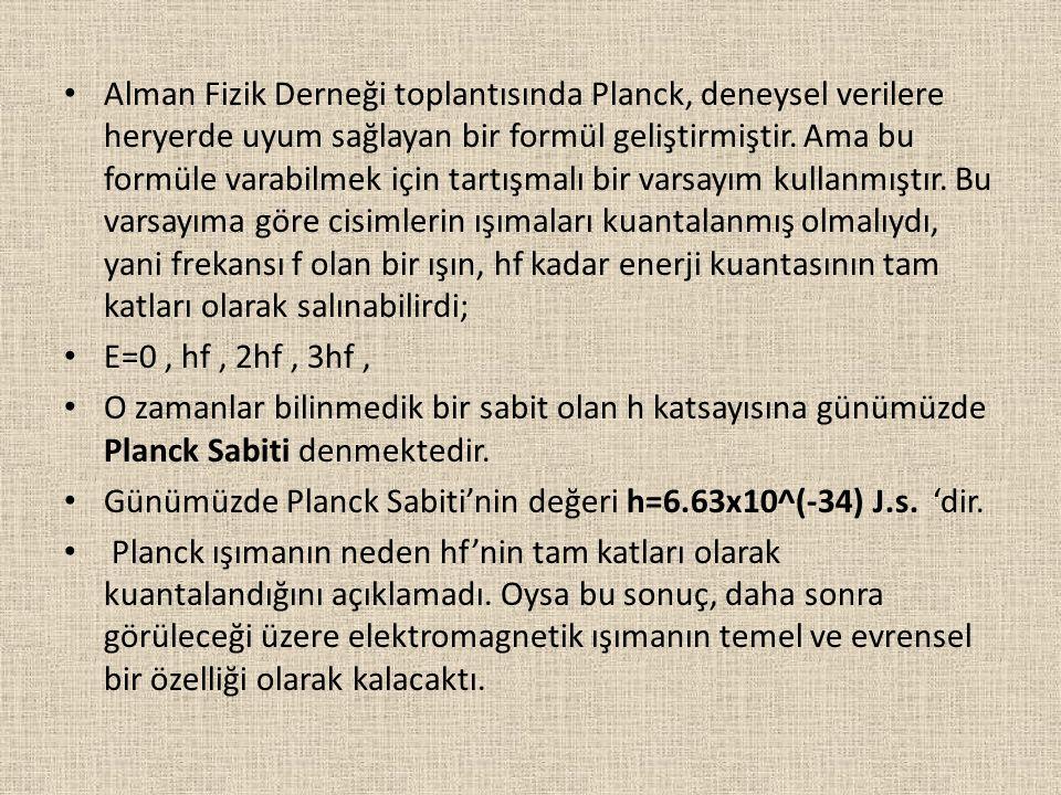 Alman Fizik Derneği toplantısında Planck, deneysel verilere heryerde uyum sağlayan bir formül geliştirmiştir. Ama bu formüle varabilmek için tartışmal