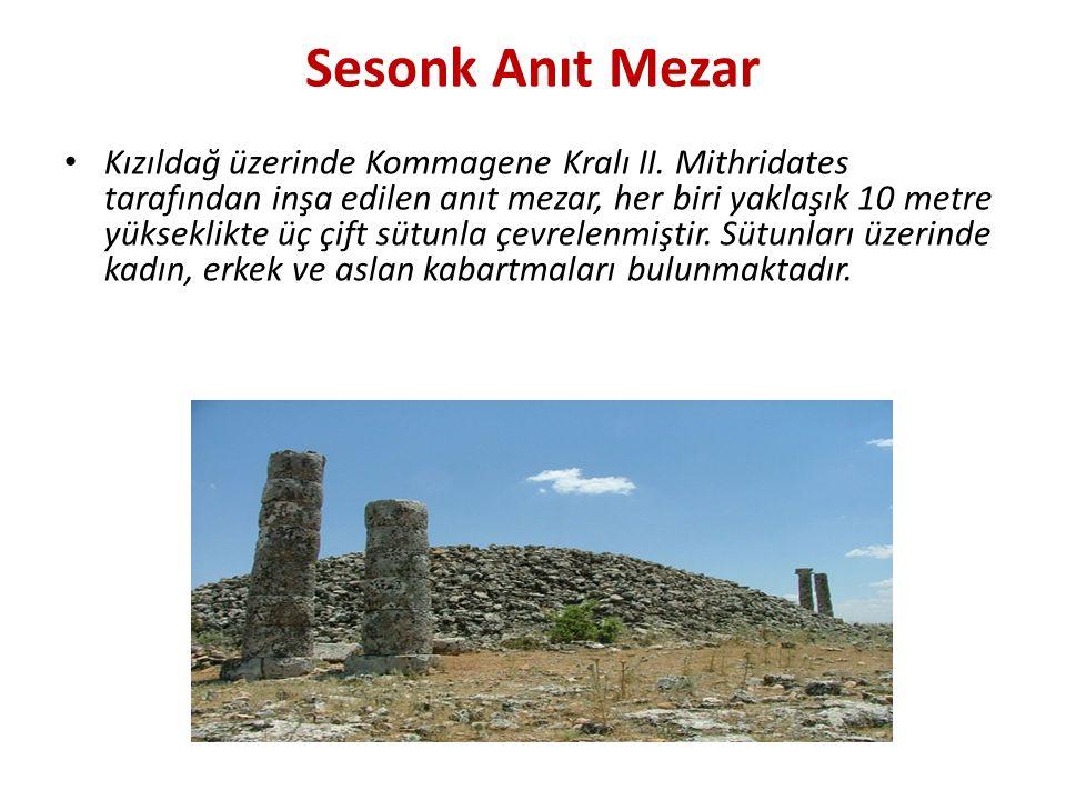 Sesonk Anıt Mezar Kızıldağ üzerinde Kommagene Kralı II. Mithridates tarafından inşa edilen anıt mezar, her biri yaklaşık 10 metre yükseklikte üç çift