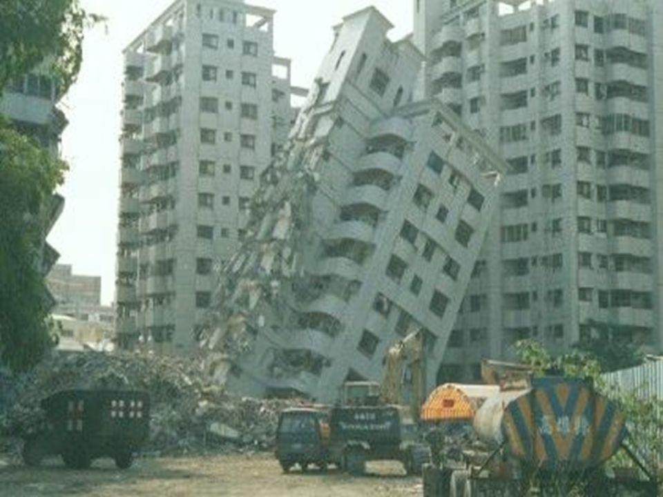  1) Türkiye'de Deprem: Fay hatlarına bağlı olarak meydana gelen sallanma hareketlerine deprem denilir.