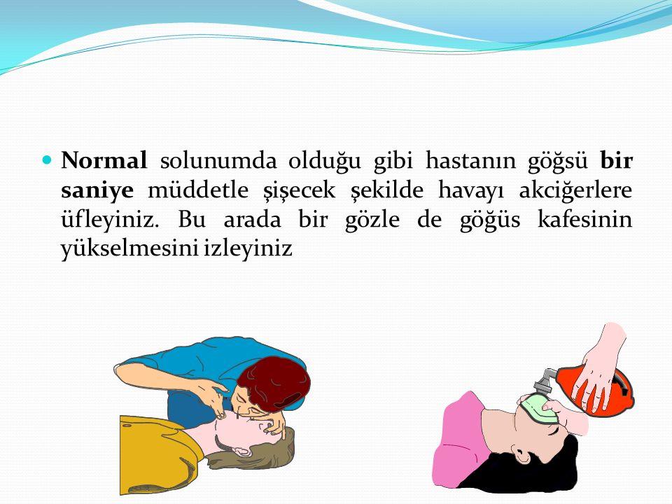 Normal solunumda olduğu gibi hastanın göğsü bir saniye müddetle şişecek şekilde havayı akciğerlere üfleyiniz. Bu arada bir gözle de göğüs kafesinin yü