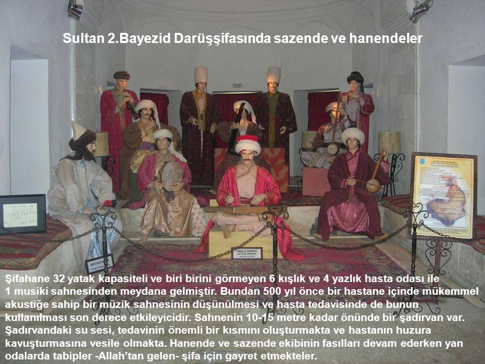 Sultan 2.Bayezid Darüşşifasında sazende ve hanendeler Şifahane 32 yatak kapasiteli ve biri birini görmeyen 6 kışlık ve 4 yazlık hasta odası ile 1 musi