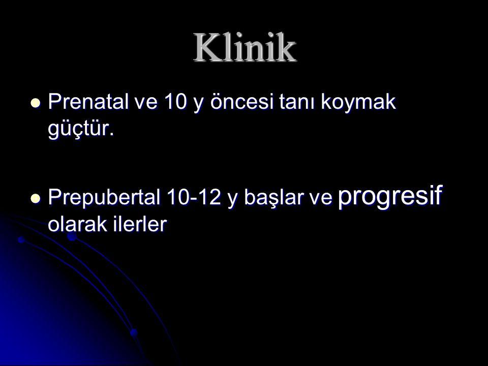 Klinik Prenatal ve 10 y öncesi tanı koymak güçtür. Prenatal ve 10 y öncesi tanı koymak güçtür. Prepubertal 10-12 y başlar ve progresif olarak ilerler