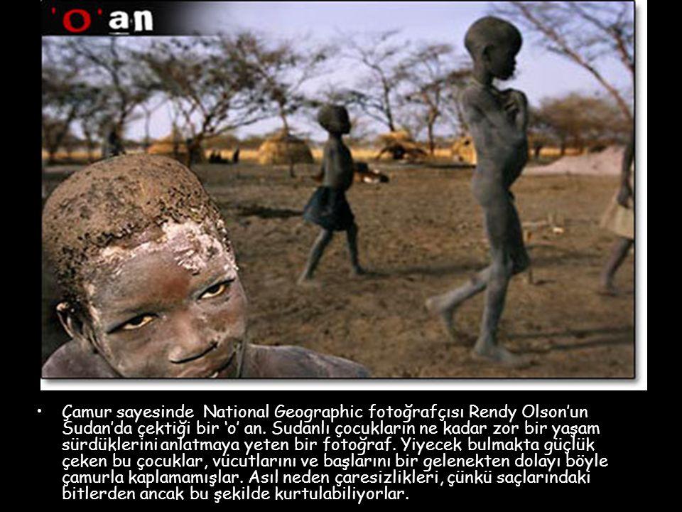 Çamur sayesinde National Geographic fotoğrafçısı Rendy Olson'un Sudan'da çektiği bir 'o' an.