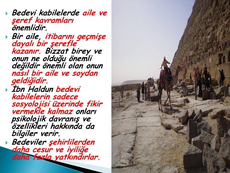  Bedevi kabilelerde aile ve şeref kavramları önemlidir.  Bir aile, itibarını geçmişe dayalı bir şerefle kazanır. Bizzat birey ve onun ne olduğu önem