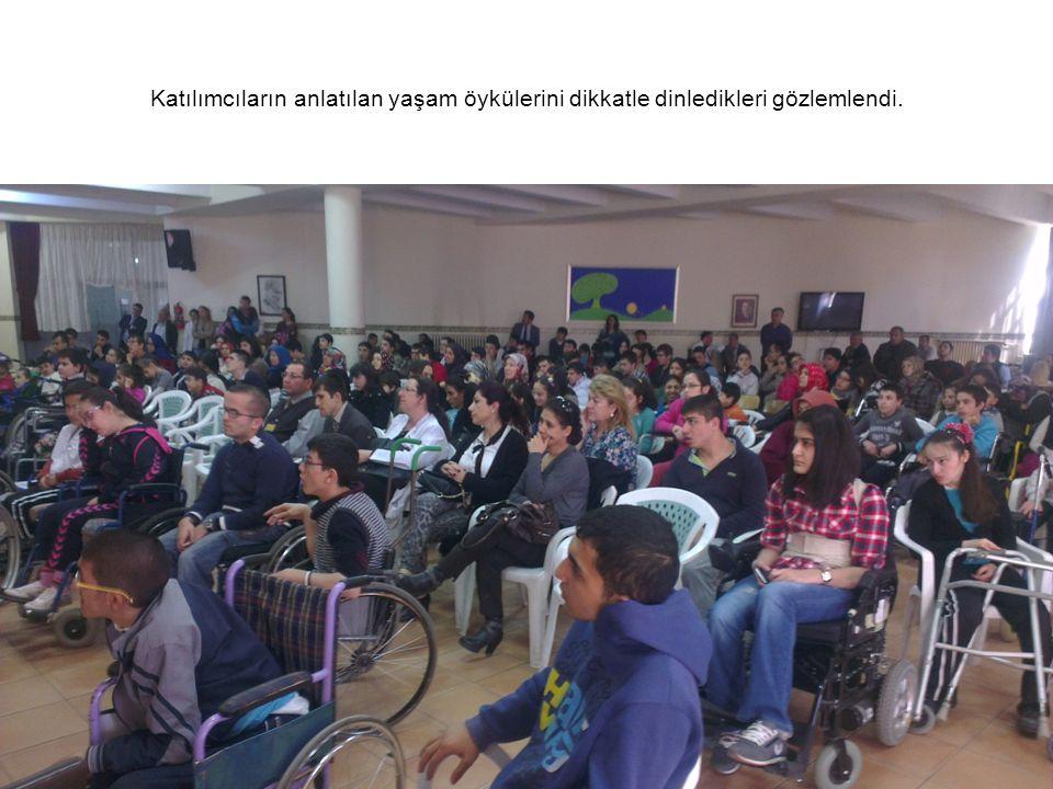 Katılımcıların anlatılan yaşam öykülerini dikkatle dinledikleri gözlemlendi.
