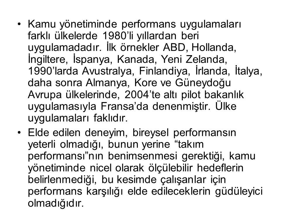 Kamu yönetiminde performans uygulamaları farklı ülkelerde 1980'li yıllardan beri uygulamadadır. İlk örnekler ABD, Hollanda, İngiltere, İspanya, Kanada