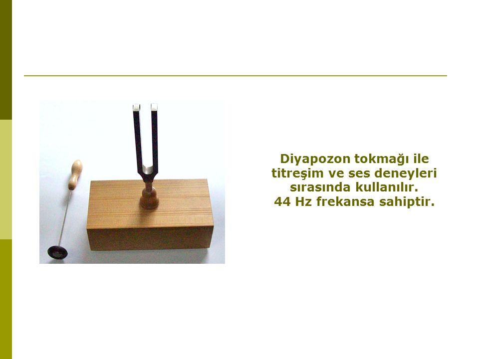 Diyapozon tokmağı ile titreşim ve ses deneyleri sırasında kullanılır. 44 Hz frekansa sahiptir.