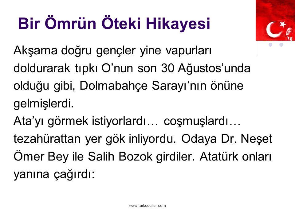 www.turkceciler.com Bir Ömrün Öteki Hikayesi Akşama doğru gençler yine vapurları doldurarak tıpkı O'nun son 30 Ağustos'unda olduğu gibi, Dolmabahçe Sarayı'nın önüne gelmişlerdi.