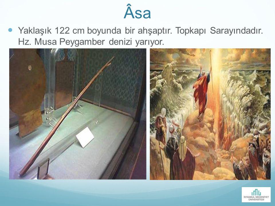 sa Yaklaşık 122 cm boyunda bir ahşaptır. Topkapı Sarayındadır. Hz. Musa Peygamber denizi yarıyor.