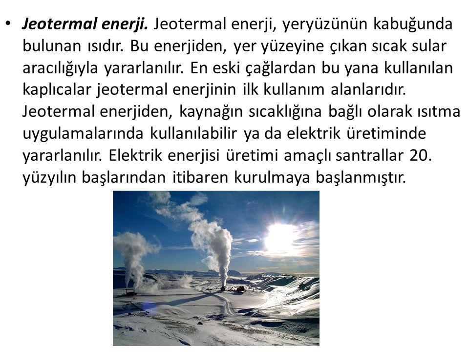 Jeotermal enerji. Jeotermal enerji, yeryüzünün kabuğunda bulunan ısıdır. Bu enerjiden, yer yüzeyine çıkan sıcak sular aracılığıyla yararlanılır. En es