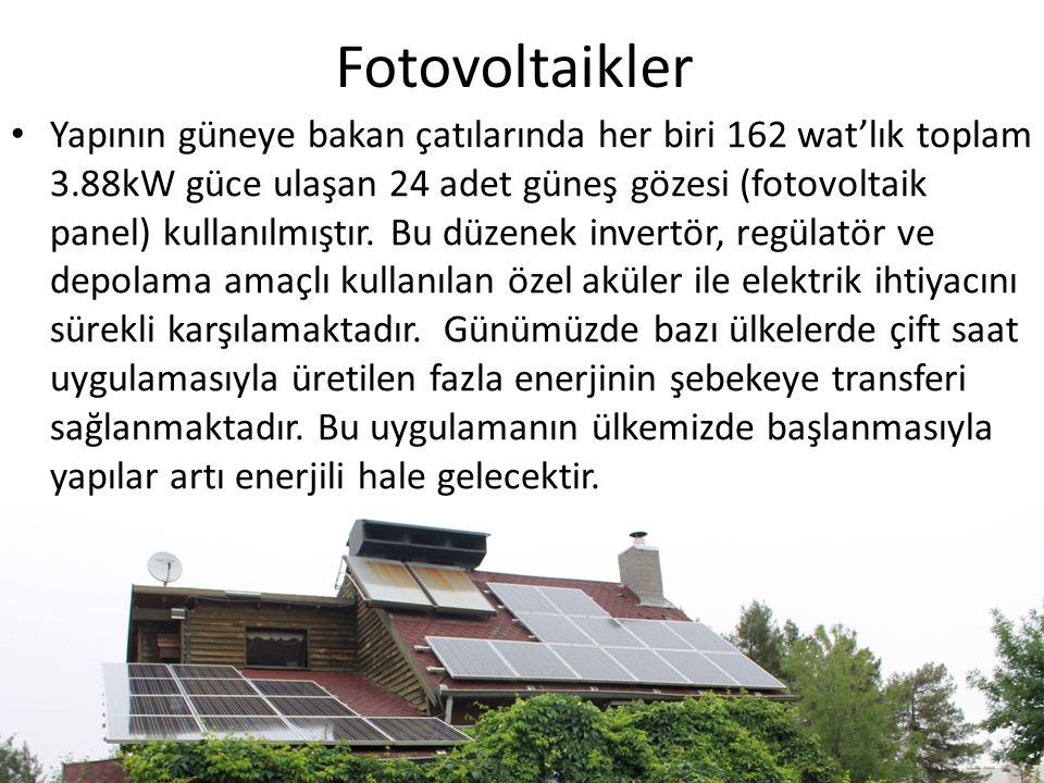 Fotovoltaikler Yapının güneye bakan çatılarında her biri 162 wat'lık toplam 3.88kW güce ulaşan 24 adet güneş gözesi (fotovoltaik panel) kullanılmıştır