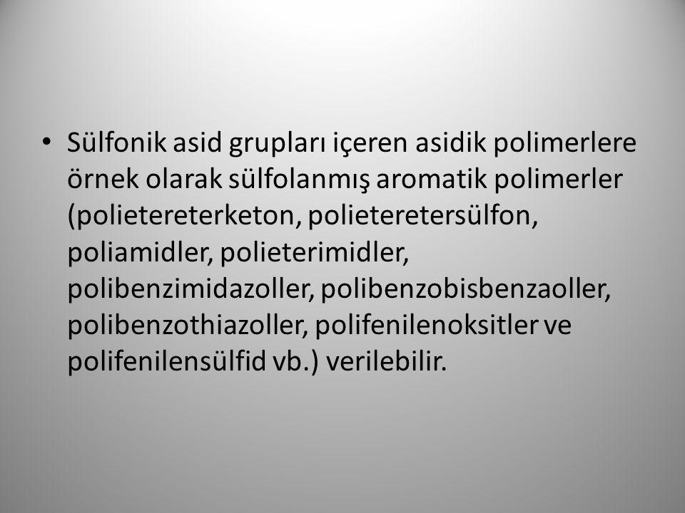 Sülfonik asid grupları içeren asidik polimerlere örnek olarak sülfolanmış aromatik polimerler (polietereterketon, polieteretersülfon, poliamidler, pol