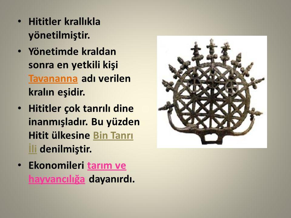 Hititler krallıkla yönetilmiştir. Yönetimde kraldan sonra en yetkili kişi Tavananna adı verilen kralın eşidir. Hititler çok tanrılı dine inanmışladır.