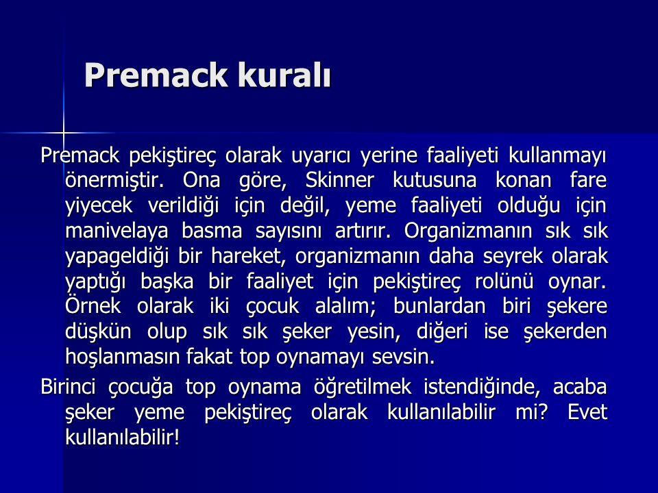Premack pekiştireç olarak uyarıcı yerine faaliyeti kullanmayı önermiştir. Ona göre, Skinner kutusuna konan fare yiyecek verildiği için değil, yeme faa