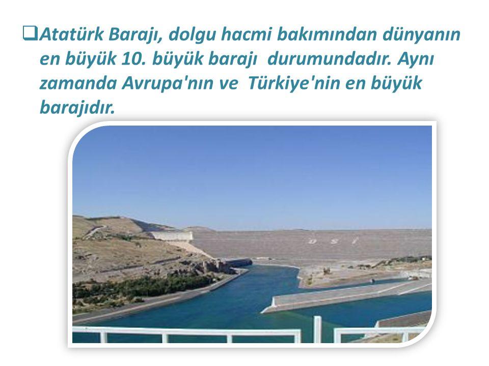  Atatürk Barajı, dolgu hacmi bakımından dünyanın en büyük 10. büyük barajı durumundadır. Aynı zamanda Avrupa'nın ve Türkiye'nin en büyük barajıdır.
