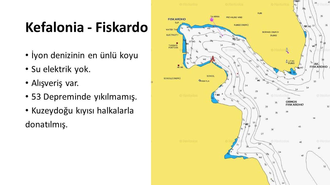 Kefalonia - Fiskardo İyon denizinin en ünlü koyu Su elektrik yok. Alışveriş var. 53 Depreminde yıkılmamış. Kuzeydoğu kıyısı halkalarla donatılmış.
