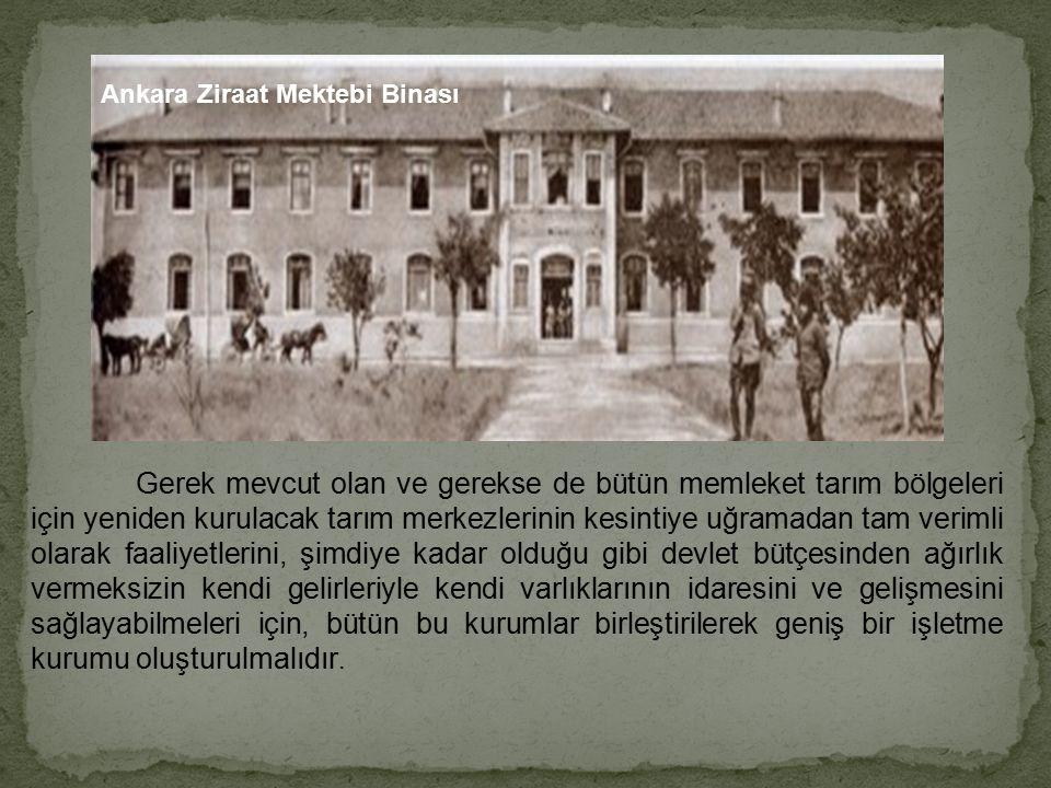 Atatürk tarlada Türk Köylüsü ve biçer-döverle ARKADAŞLAR! KILIÇLA FETİH YAPANLAR, SAPANLA FETİHLER YAPANLARA MAĞLUP OLMAYA VE NETİCE İTİBARIYLA MEVKİL