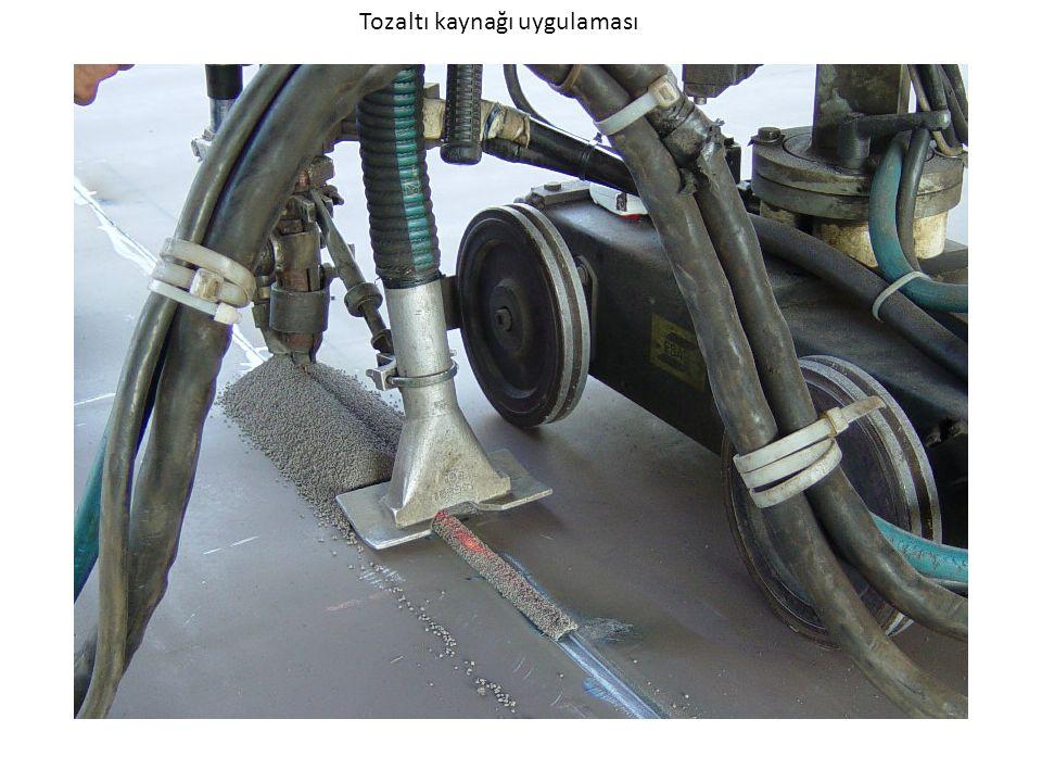 Alaşımsız ve alaşımlı çeliklerin birleştirme kaynağı, Bant elektrodlarla yüksek alaşımlı çeliklerin yüzey kaplama kaynağı Basınçlı kab, kazan ve tank üretiminde, Gemi yapımında Spiral kaynaklı boru üretiminde Aşınan mil ve makine parçalarının dolgusunda Darbe veya aşınmaya dayanıklı sert dolgu işlemlerinde Korozyon ve oksidasyona dayanıklı kaplma işlemlerinde Uygulama Alanları Tozaltı kaynağı tercihen kalın levhalarda ve uzun dikişlerde uygulanmaktadır.