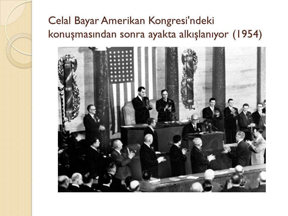 Celal Bayar Amerikan Kongresi'ndeki konuşmasından sonra ayakta alkışlanıyor (1954)