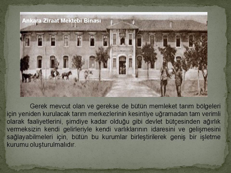 Atatürk tarlada Türk Köylüsü ve biçer-döverle ARKADAŞLAR.