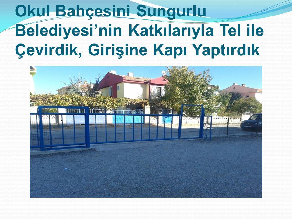 Okul Bahçesini Sungurlu Belediyesi'nin Katkılarıyla Tel ile Çevirdik, Girişine Kapı Yaptırdık