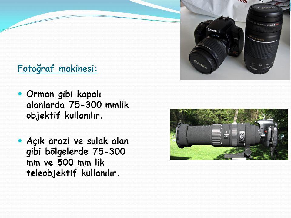 Fotoğraf makinesi: Orman gibi kapalı alanlarda 75-300 mmlik objektif kullanılır. Açık arazi ve sulak alan gibi bölgelerde 75-300 mm ve 500 mm lik tele