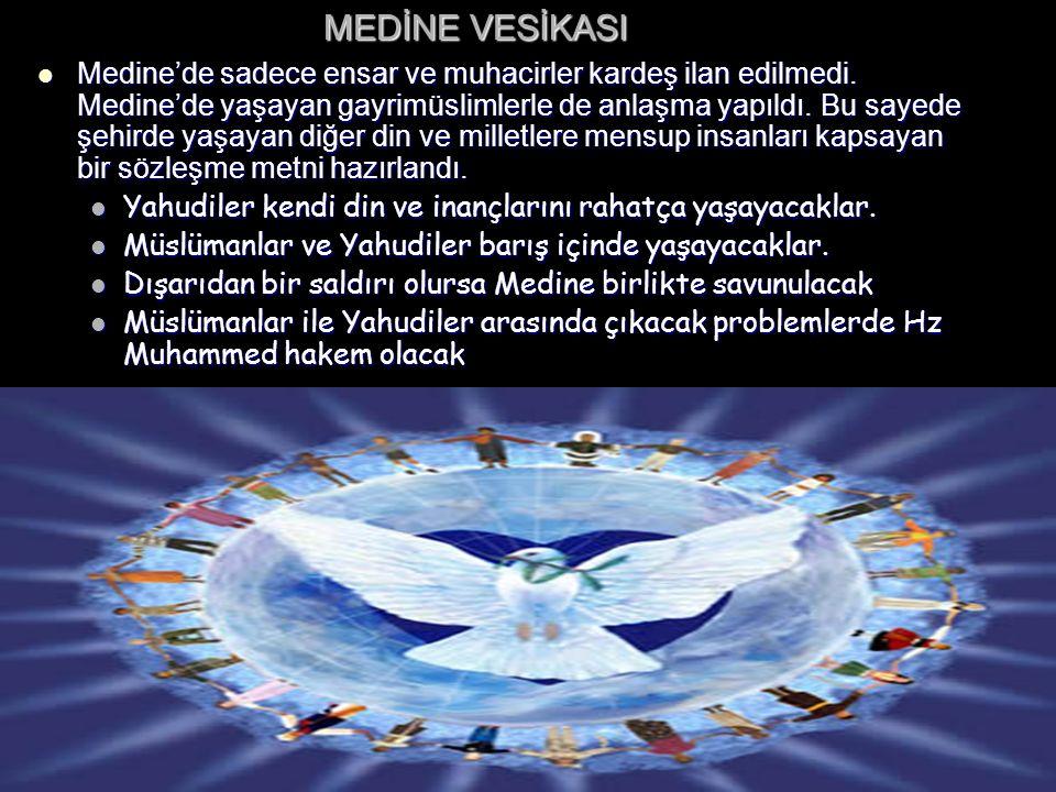 MEDİNE VESİKASI Medine'de sadece ensar ve muhacirler kardeş ilan edilmedi. Medine'de yaşayan gayrimüslimlerle de anlaşma yapıldı. Bu sayede şehirde ya
