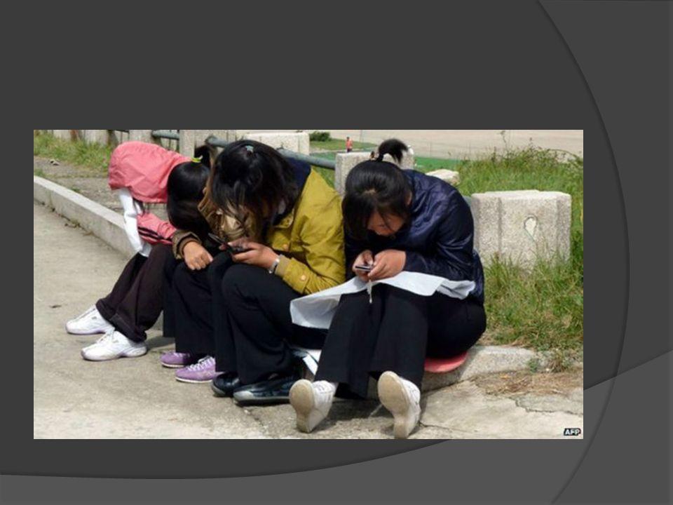  Kuzey Kore de yaygınlaşan cep telefonu kullanımı nedeniyle devlet medyası telefonda nasıl konuşulacağını anlatan görgü kılavuzları yayımladı.