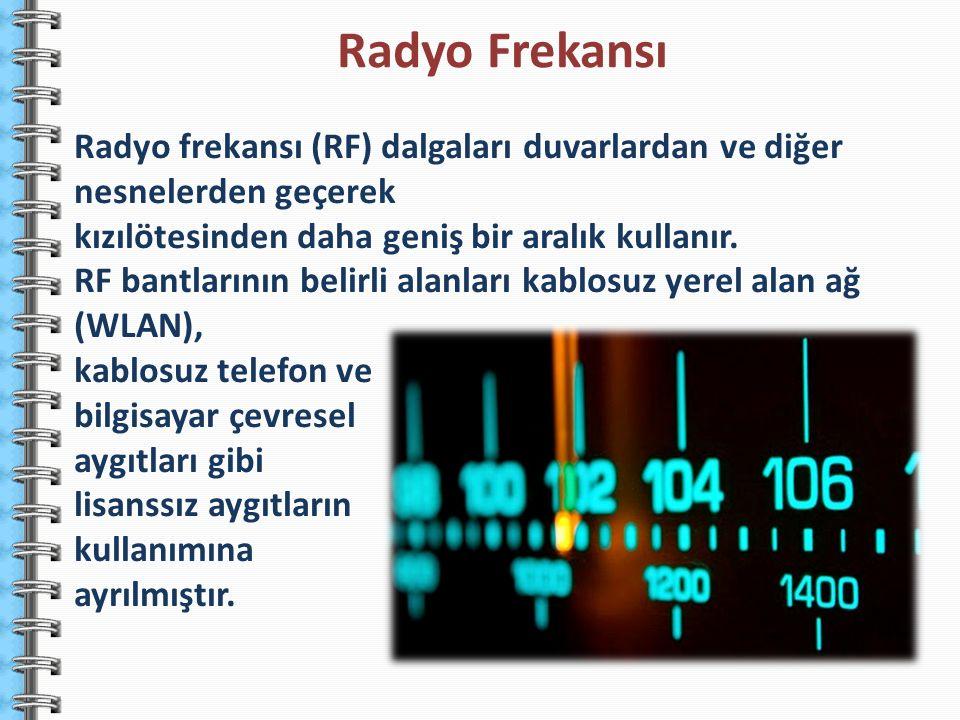 Radyo frekansı (RF) dalgaları duvarlardan ve diğer nesnelerden geçerek kızılötesinden daha geniş bir aralık kullanır. RF bantlarının belirli alanları