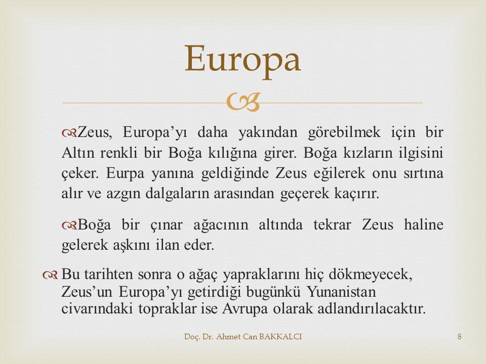   Zeus, Europa'yı daha yakından görebilmek için bir Altın renkli bir Boğa kılığına girer. Boğa kızların ilgisini çeker. Eurpa yanına geldiğinde Zeus