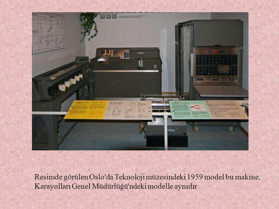Resimde görülen Oslo'da Teknoloji müzesindeki 1959 model bu makine, Karayolları Genel Müdürlüğü'ndeki modelle aynıdır