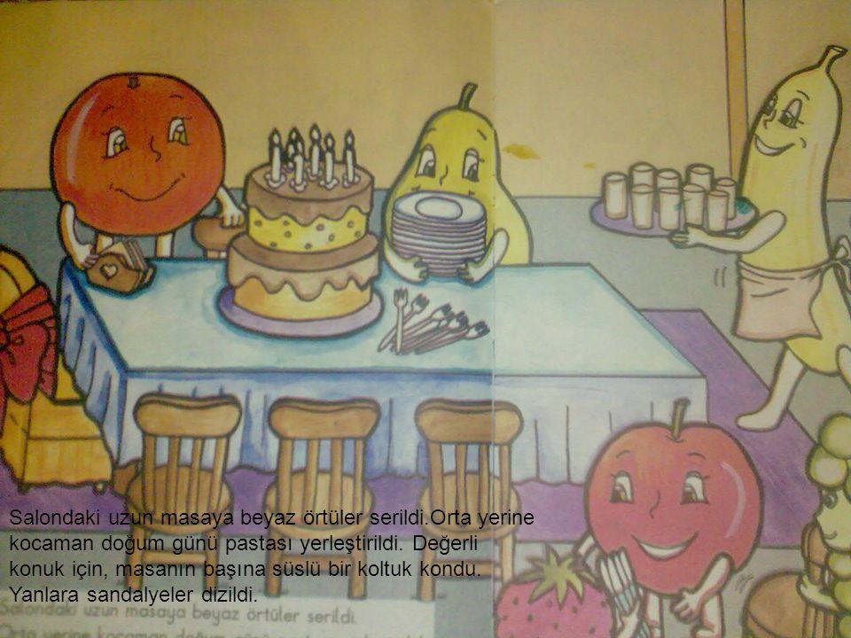 Salondaki uzun masaya beyaz örtüler serildi.Orta yerine kocaman doğum günü pastası yerleştirildi. Değerli konuk için, masanın başına süslü bir koltuk