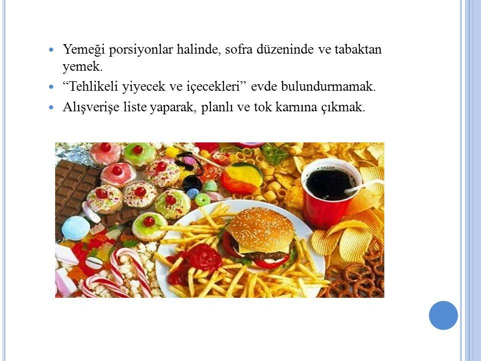 Yemeği porsiyonlar halinde, sofra düzeninde ve tabaktan yemek.