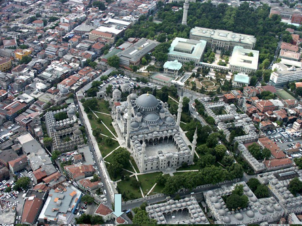 Ebusuud Efendi 1533 de İstanbul kadılığı görevine atandı; sonra Bursa kadılığına geçti ve 1537 de Rumeli kazaskerliği görevi verildi.